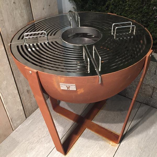 feuer kugelgrill treviso bioethanol kamine und elektro kamine von beldecor. Black Bedroom Furniture Sets. Home Design Ideas